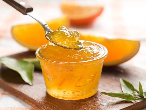 500 g mandarini pelati-La scorza grattugiata un mandarino-Succo mezzo limone-250 g zucchero spicchi senza semi, nella pentola col succo di limone e la scorza grattugiata. frullare.mescolare a fuoco medio circa 30 min. riposare 15 min. nei vasetti sterilizzati, e lessarli a testa in giù per 20 minuti.
