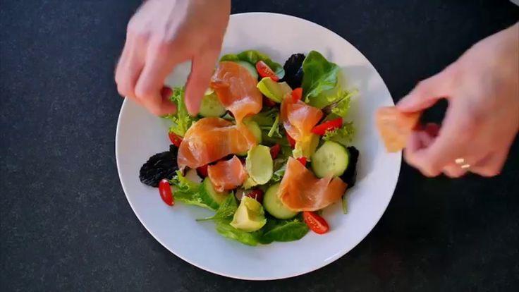 Salat med røkelaks og avokado