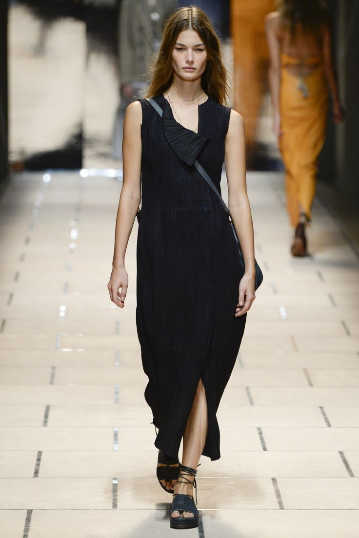 Trussardi Spring 2016 Ready-to-Wear Collection Photos - Vogue