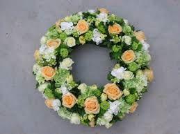 krans met geel/oranje rozen