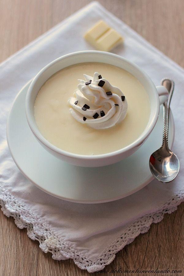 Con il freddo che fa, una bella tazza di cioccolata calda è la cosa migliore per scaldarci. Morbida, avvolgente, golosa, questa è davvero speciale perché è bianca ed è ancora più goduriosa. Farla in c