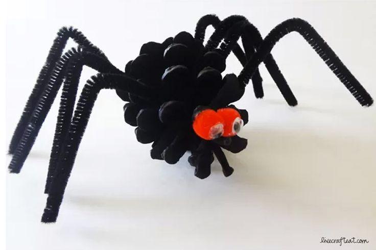 Think all spiders are creepy crawlers? Not this cute pinecone craft!