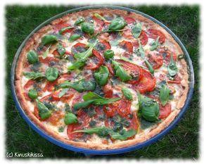 Tomaatti-mozzarellapiirakka | lisää: 2 dl maitoa /maitovalmistetta ja 2 kpl kananmunaa, purjoa yrttejä