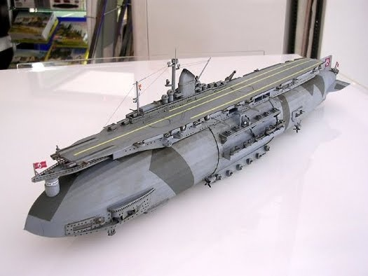 Airship aircraft carrier. Awesome !