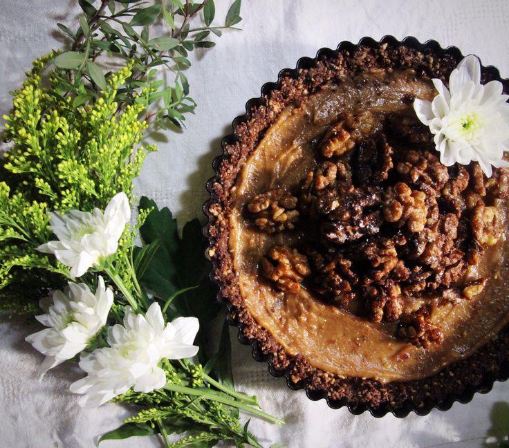 Salted caramel pecan pie - raw, vegan & refined sugar free