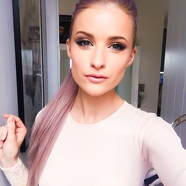 Black tie events call for beautiful peach dresses and slicked back elevated pony tail lilac hair hairstyles ✔️️ Lorac pro 2 eyeshadow, ABH dipbrow in soft brown, Tom Ford Liner, Tom Ford Bronzer, Lancôme Doll Eyes mascara, YSL Nude Biege Lips, Illamasqua skin base and iridescent shine lipgloss