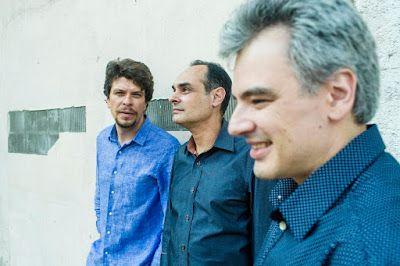 ♥ Trio Corrente faz Show Gratuito em Salvador ♥ BA ♥  http://paulabarrozo.blogspot.com.br/2016/10/trio-corrente-faz-show-gratuito-em.html