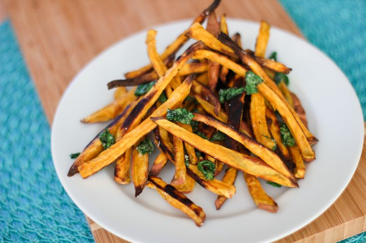 Crispy Baked Sweet Potato Fries with Basil Salt and Lemon Garlic Dipping Sauce from Willow Bird Baking: Sweet Potato Fries, Birds Baking, Basil Recipe, Baked Sweet Potatoes, Baking Sweet Potatoes, Garlic Dips Sauces, Lemon Garlic, Basil Salts, Potatoes Fried
