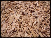 Zedernholz  Zedernholz (Cedrus libani) Zedernholz entspannt bei starker Nevosität und Streßbelastung. Gut gegen Motten im Kleiderschrank ;) Der Duft ist warm-balsamisch, tief und holzig.