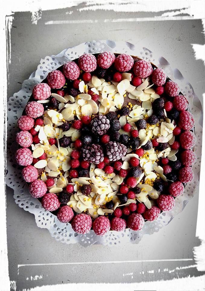 Gânduri sănătoase, zâmbete dulci, povești cu bucurie! La mulți ani, dragi sărbătoriți!  Întreabă-ne cu ce te îndulcim astăzi! Bistro Ma Cocotte. Brasov. #macocotte #rawinspiration #cuisine #bistro #berries #chocolate #yummy #sweet