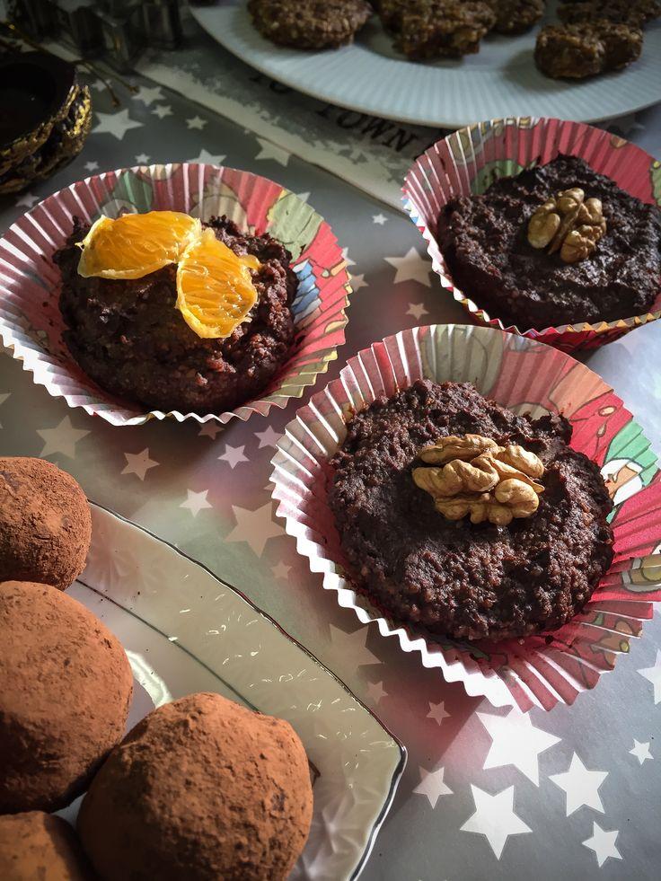 Připravte si vánoční cukroví tak, abyste ani po nejoblíbenějších svátcích v roce nemuseli mít výčitky svědomí. Vyzkoušejte několik tipů nepečeného cukroví, které pro vás připravila naše slovenská copywriterka Viola a ve kterých není v nich ani gram mouky nebo rafinovaného cukru. V žádném případě ale nerezignovala na dokonalý kulinářský zážitek! Raw kakaové bochánky ½hrnku mandlíPokračovat ve čtení