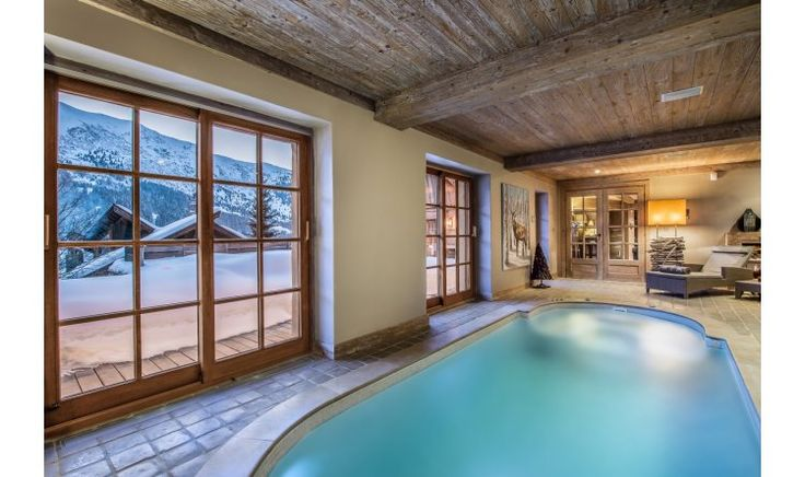 Chalet d'Hadrien features a spa area, fully equipped with a jet current swimming pool, jacuzzi, sauna and hammam. It also has a play room and a cinema room with large comfy sofas.