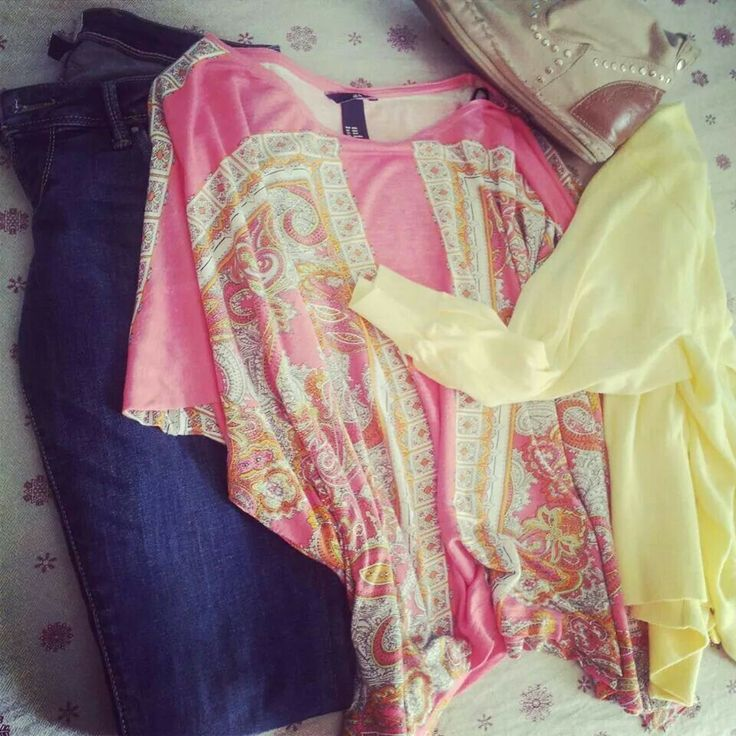 #ModE #me #look #giallo #yellow #jeans #pink #rosa #beige #boots #stivali #stivaletti #cardigan   Seguimi, follow me www.facebook.com/pages/ModE/40443306661391