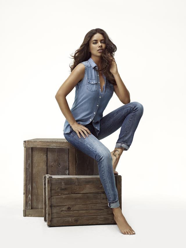 Herkes Adriana Lima'ya o Mavi Jeans'e bayılıyor! Mavi Anatolium AVM'de...
