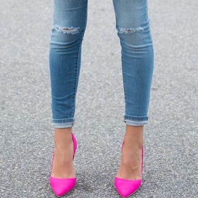 Add a pop of color to any outfit to make it standout. #fashiontip #style #shoes #shoeporn