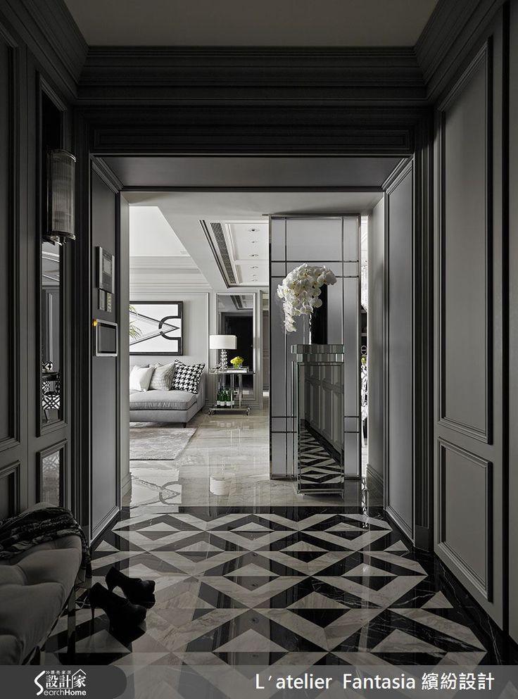 41 坪居家,設計師以新古典作為設計語彙,並將軟件陳設與硬體空間完美搭配,於新古典元素中加入時尚亮點,打造出宛如高檔飯店般的星級質感,快一起走進來看看吧!  從大門走進玄關,即可見充滿摩登感的幾何圖案地坪,搭配半月形玄關椅,讓人有種彷彿走進歐洲高級公寓的觀感;客廳則在灰階主調上點綴黑白對比,營造都會高雅氣息,同時陳列舒適的 L 型沙發,於兩側擺設歐洲餐車與立燈,取得端景畫面的視覺平衡;餐廳領域則配置黑白餐椅,藉此呼應客廳抱枕的千鳥格圖紋,並於天花板懸吊水晶玻璃燈飾,打造耀眼的視覺焦點;同時於主臥門片加入巧思,採用對稱設計,讓其中一扇門片作為進入臥房的入口,並在房間內加入細緻線板傳遞新古典風格,於櫃體表面妝點鏡面不鏽鋼材質,打造具前衛感的時尚氣息!  小編的最愛 主臥衛浴讓鏡子加長加寬,延伸了空間尺度,尤其讓收納機能以充滿美感的形式呈現,刻意於訂製不鏽鋼進口杯架嵌牆,讓瓶瓶罐罐瞬變為裝飾,注入星級飯店的精緻質感!