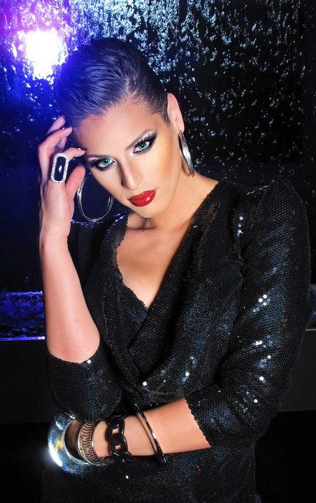 Carmen Carrera - oooh!!! Slicked back short hair                                                                                                                                                     Más