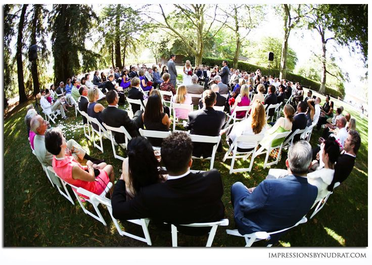 Unique Ceremony Seating Ideas For Outdoor Weddings: Unique Ceremony Ideas: Ceremony In The Round