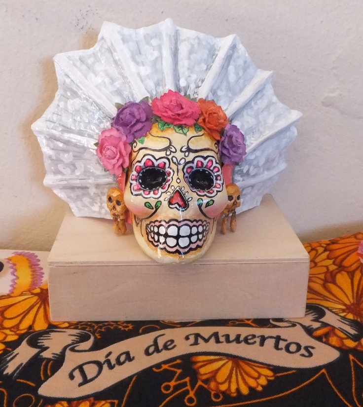 mexican day of the dead essay Mexican day of the dead mexico in the majority view begins with the spanish conquest, but few remember that the first settlers on this territory lived 12-15 thousand years ago do not forget to tell about these details.