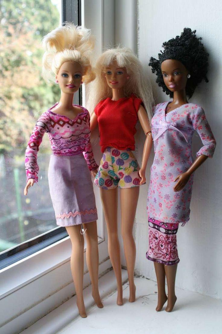 Modelli dei vestiti fai da te per Barbie - Barbie in posa