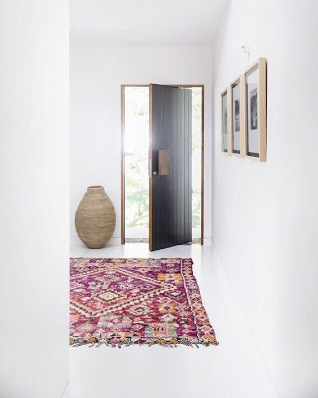 We love it when the lines are blurred between HALLWAY & RUNWAY! This stunning image is by @tigmitrading | Steph #designer #inspiration #inspire #timber #home #decor #decorate #tigmitrading #thestylephiles #interiors #interiordesign #interiorstyle #interiorlovers #interior4all #decor #homedesign #homestyle #inspire #inspiration #interiorinspiration #outlook #space #Sydneystyle #runway #flawlessdesign #colour #pink #urn #light #color