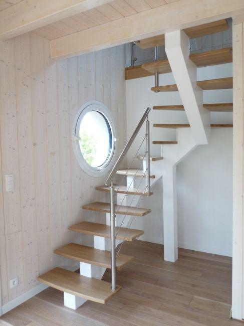 Escalier limon central blanc marches bois modern stairs - Toilette sous escalier ...