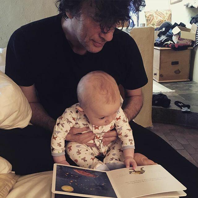 Нил Гейман с сыном