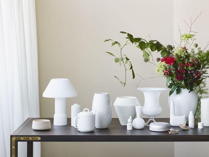 Conekt Dining table and Rimm vase in a styling by Lene Ostenfeldt for Bo Bedre magazine. Photo: Anders Schønnemann