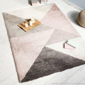 Tapis 100% polypropylène motifs triangles scandinaves KOLMIO Rose, 200x290 179€