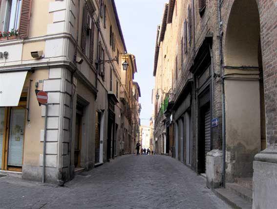 Via Pergolesi (già Via degli Orefici)