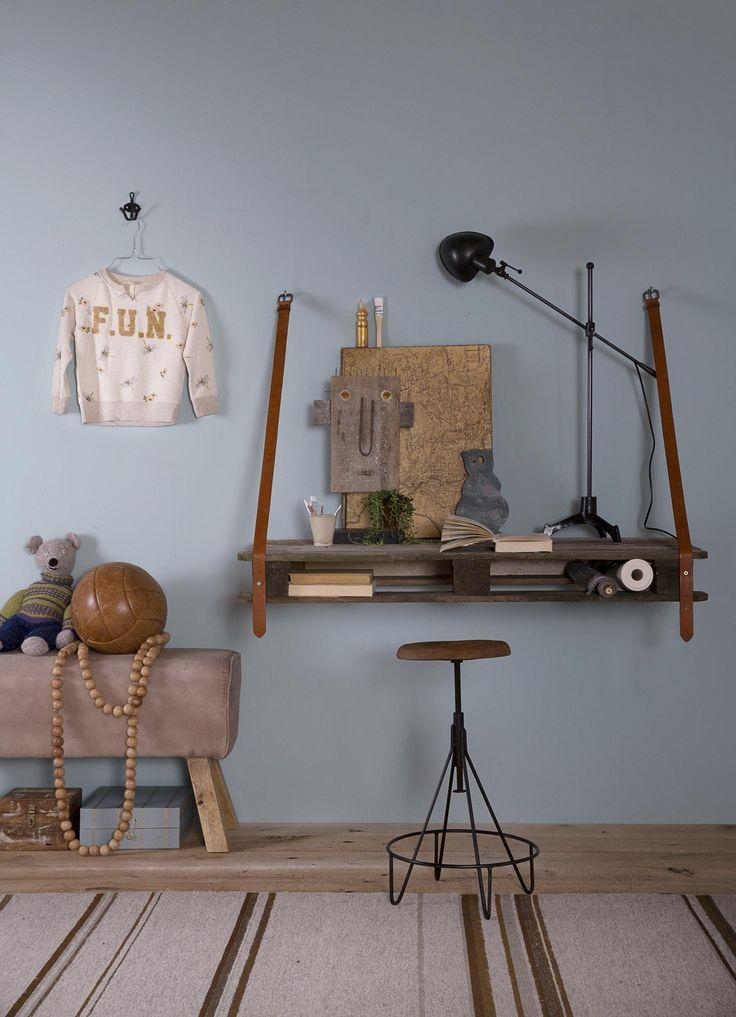 DIY hanging desk | Styling Leonie Mooren, Bregje Nix | Photographer Anouk de Kleermaeker | vtwonen maart 2015