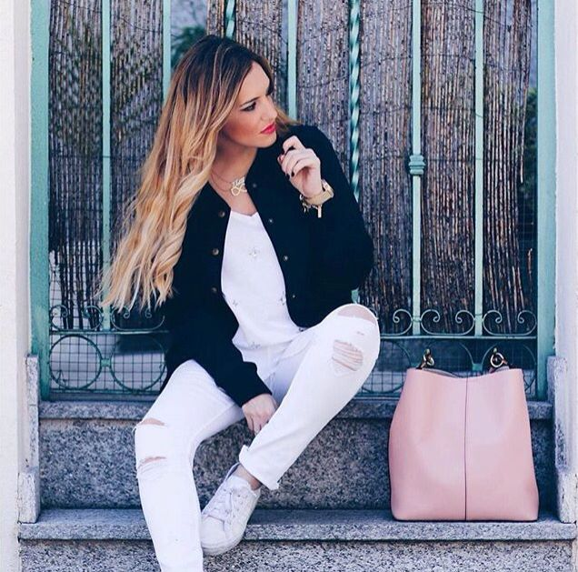 Sunny day with the Abbacino Bag. #DoubleCheck #Abbacino #White #Bag #Fashion #White #Sunnyday