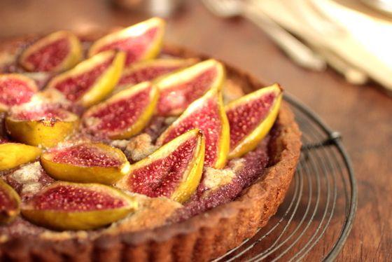 Vintage Kitchen Notes: Fresh Fig and Walnut Pie #SundaySupper