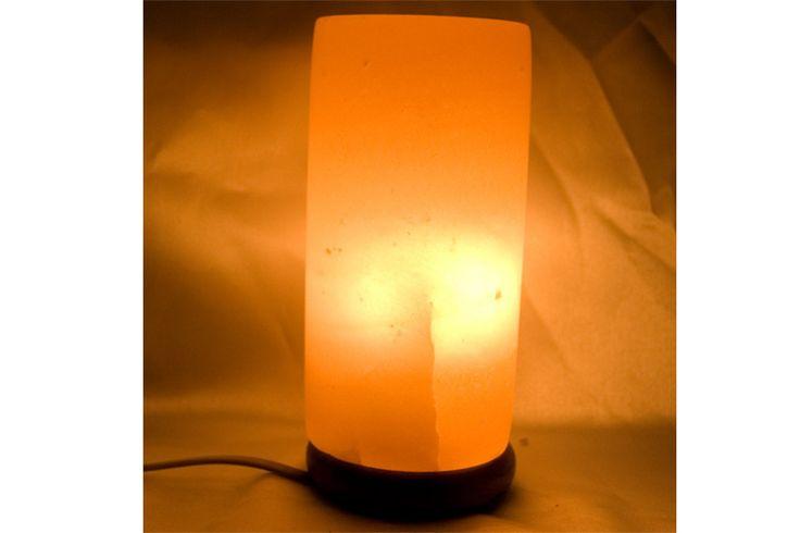 Lámpara de sal de los Himalayas, sal fósil de 250 millones de años, talladas y cada lámpara tiene una forma única, con un bello color anaranjado.    Medidas: 21 cm x 9,5 cm    Peso aproximado, unos dos kg