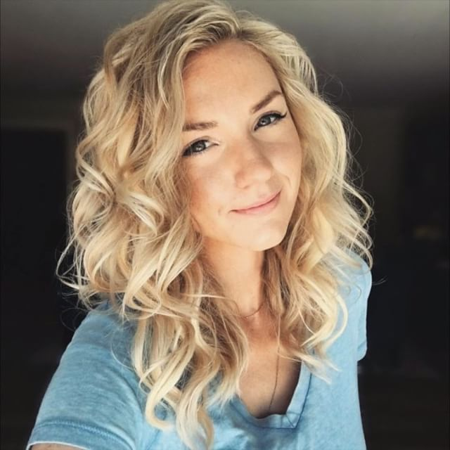 """Here's a quick video of the old school """"Taylor Swift Curls"""" tutorial I did on my YouTube channel!  Find the full tutorial link in my bio."""