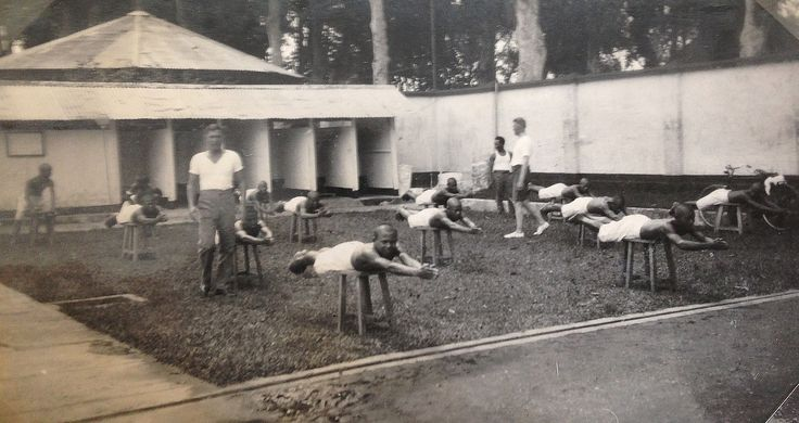 zwemles in Gombong 1934