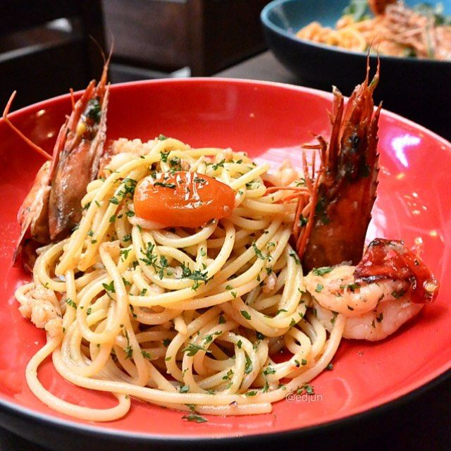 My Favorite Ogli Olio Pasta from @secondhomejkt... So tasty, udangnya segar,  uniknya Oglio Olio ini sedikit lebih basah dibanding pasta Oglio Olio yang pada umumnya kering tapi tidak mengurangi cita rasa pasta yang satu ini sama sekali.. Pasta lover u should try. ----------------- 🏠 @secondhomejkt ; 🍴 Spaghetti King Prawn ; 💰 109K; 📍 CITOS, Jakarta Selatan.  Yummery - best recipes. Follow Us! #foodporn