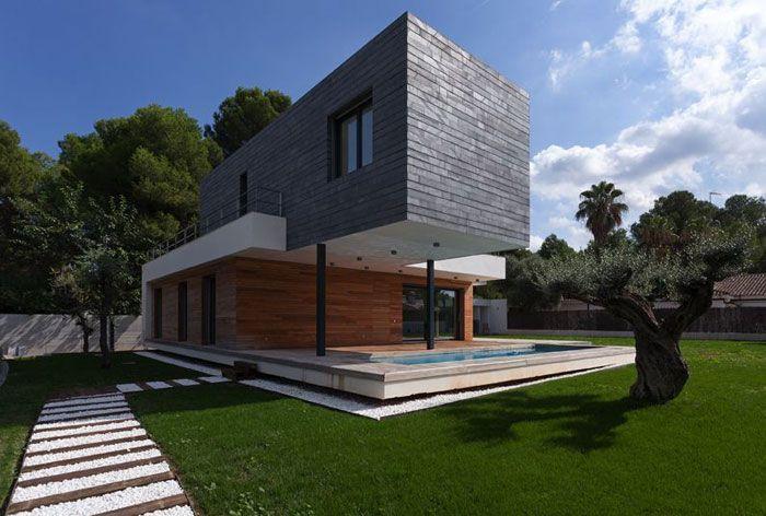 Mariam House by Antonio Altarriba