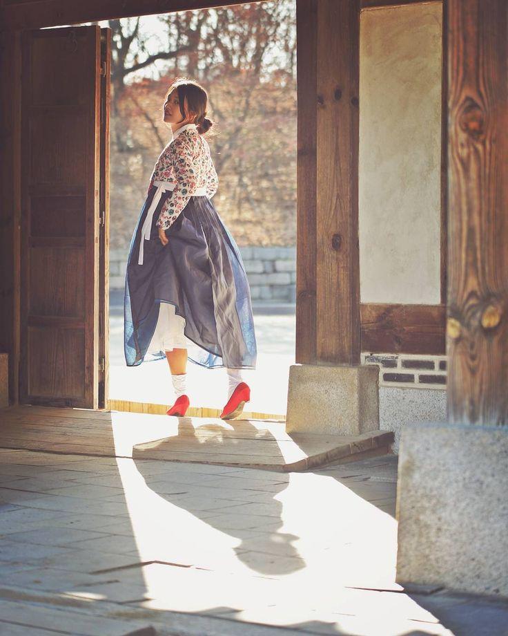 #한복 #생활한복 #한복스냅 #한복화보 #한복입기좋은날 #한복스타그램 #일상한복 #데일리한복 #전통한복 #모던한복 #한복코디 #예쁜한복 @kyulcs for more Korean hanbok.