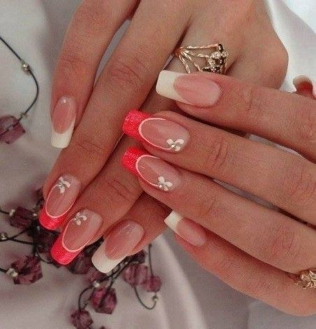 If you're a beginner, then this one is for you. Here comes one of the easiest nail art design ideas for beginners. There are so many Perfect woman look means stylish wardrobe, arranged hair, impressive makeup and manicured nails. It