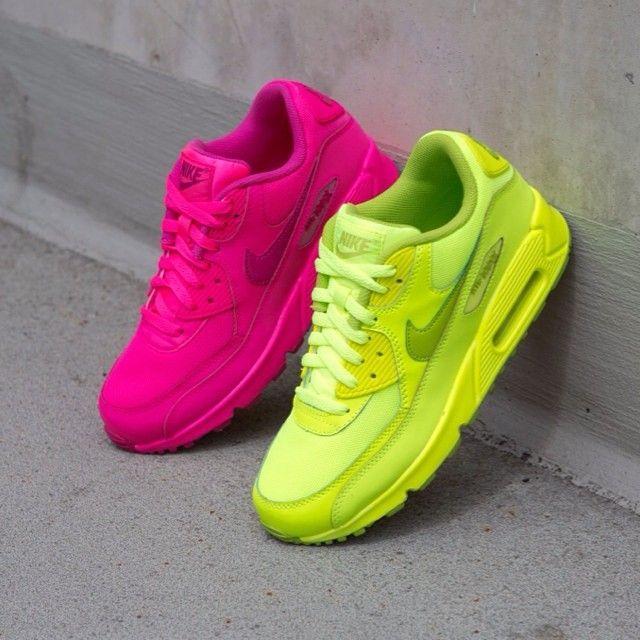 Nike Air Max 90 (GS) Volt Neonyellow ...repinned vom GentlemanClub viele tolle Pins rund um das Thema Menswear- schauen Sie auch mal im Blog vorbei www.thegentemanclub.de