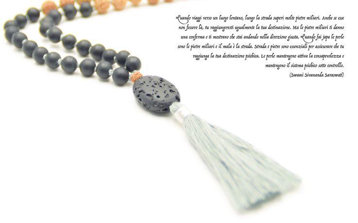 Gioielli con l'anima: personali, unici e d'impatto.   Realizzati con prodotti esclusivamente naturali, provenienti da raccolti sostenibili e prodotti, secondo principi etici, nella magica terra di Bali. La base sono i sacri semi di Rudraksha, indossati per millenni da Induisti e Buddisti.   Sono un simbolo di compassione e favoriscono equilibrio, pace e consapevolezza.   Mala Spirit è Distributore Esclusivo in Europa di Aum Rudraksha Designs, Bali