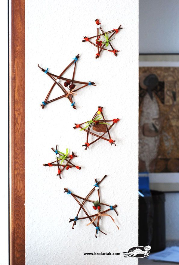 nature craft stars using small twigs! Perfect to hang with Christmas ribbon or as ornaments