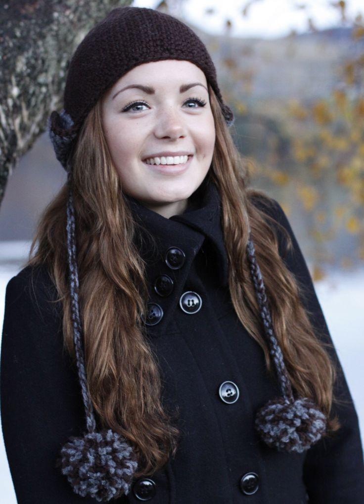 Gratis oppskrift. Heklet lue med øreklaffer av Maren Jonassen. Samarbeid mellom elever i 9. trinn ved Øygard skole og Sandnes Garn. #hekle