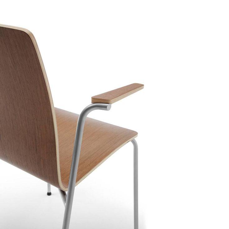 #Projekt krzesła #Com został oparty o dwa fundamenty: #wielofunkcyjność i #komfort. Dzięki dopracowanej geometrii kubełka siedziska Com są bardzo #wygodne. #krzesło #elzap #kubełek #forma #sklejka
