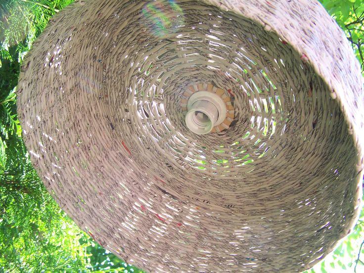ręcznie wypleciono z papierowej wikliny