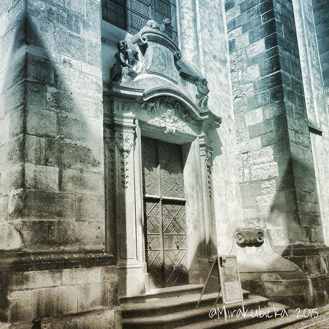 #praha #prague #iprague #gate #door #outdoor #history #heritage #art #architecture #design #statue #sculpture #gothic #church #temple #cz #czech #czechia #czechrepublic #česko #české #českárepublika #DiscoverCZ #czdsgn #summer #2015 #all #ornament