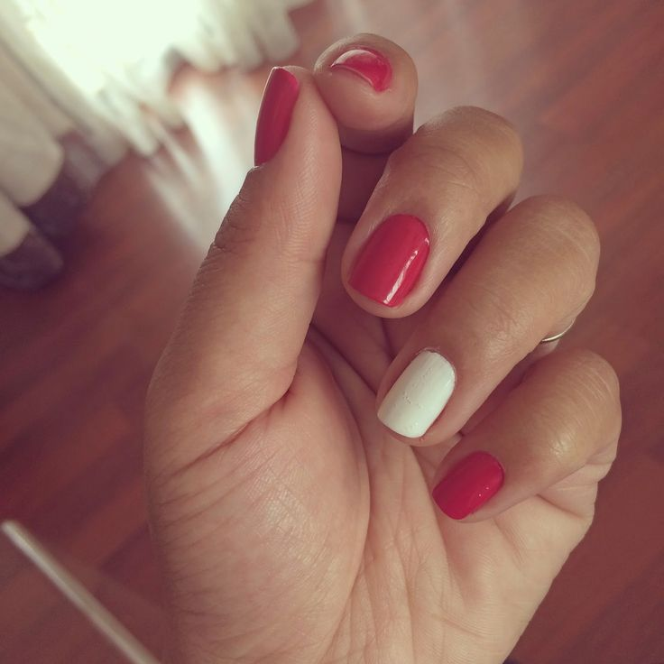 Christmas Manicure! Red nails with a white nail accent. x