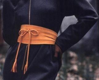 Zelf een riem of brede tailleband maken kan met deze brede riem, die je om je middel draait en in drie maten, klein, middelgroot en groot, te maken is. Kies