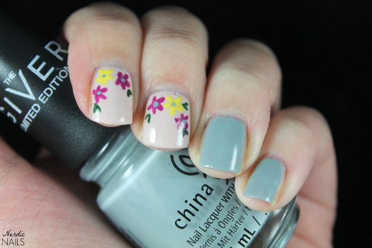 Nerdic Nails. Handpainted flowers.